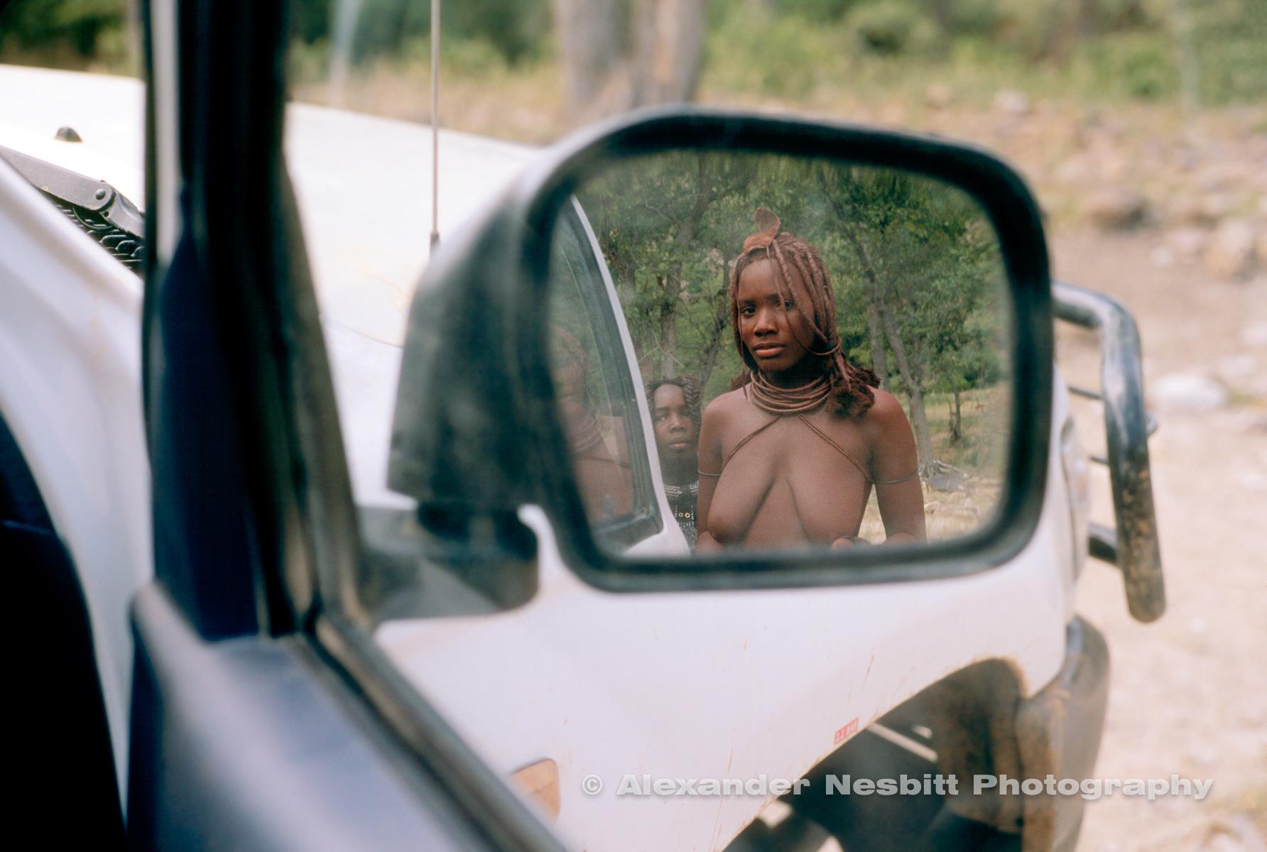 Nesbitt-Namibia-exhibit-prints-NAM-himba-girl-in-mirror
